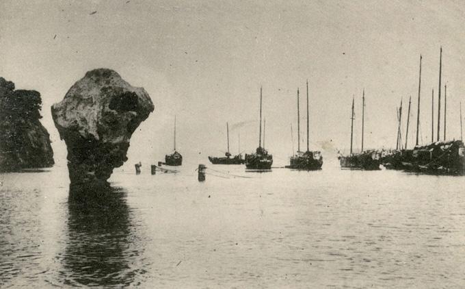 江差港に停泊する北前船