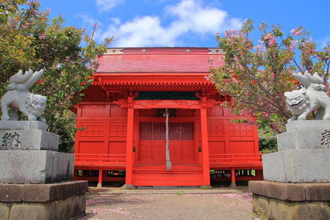 厳島神社拝殿と狛犬